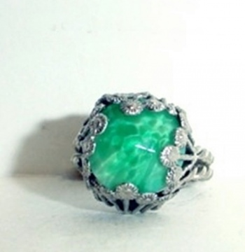 GREEN CRYSTAL CAB WHITE GOLD WEST GERMANY FILIGREE RING view 1